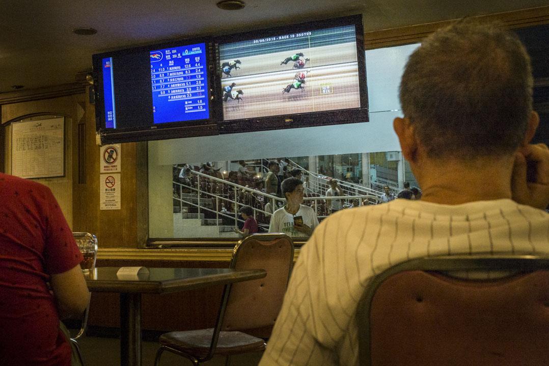 每場賽事完結後,屏幕上都會有賽事重溫及衝線的截圖播放。