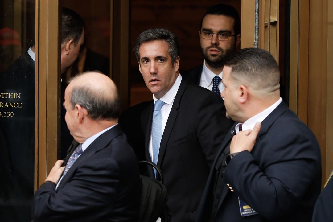 今年4月16日於美國紐約,特朗普前私人律師科恩(Michael Cohen)離開聯邦法院。聯邦調查局(FBI)正對科恩展開調查,涉及科恩是否曾向成人雜誌模特兒、成人電影女星支付「掩口費」,以至相關行為有否違反競選經費條例等。 攝:Eduardo Munoz Alvarez / AFP / Getty Images