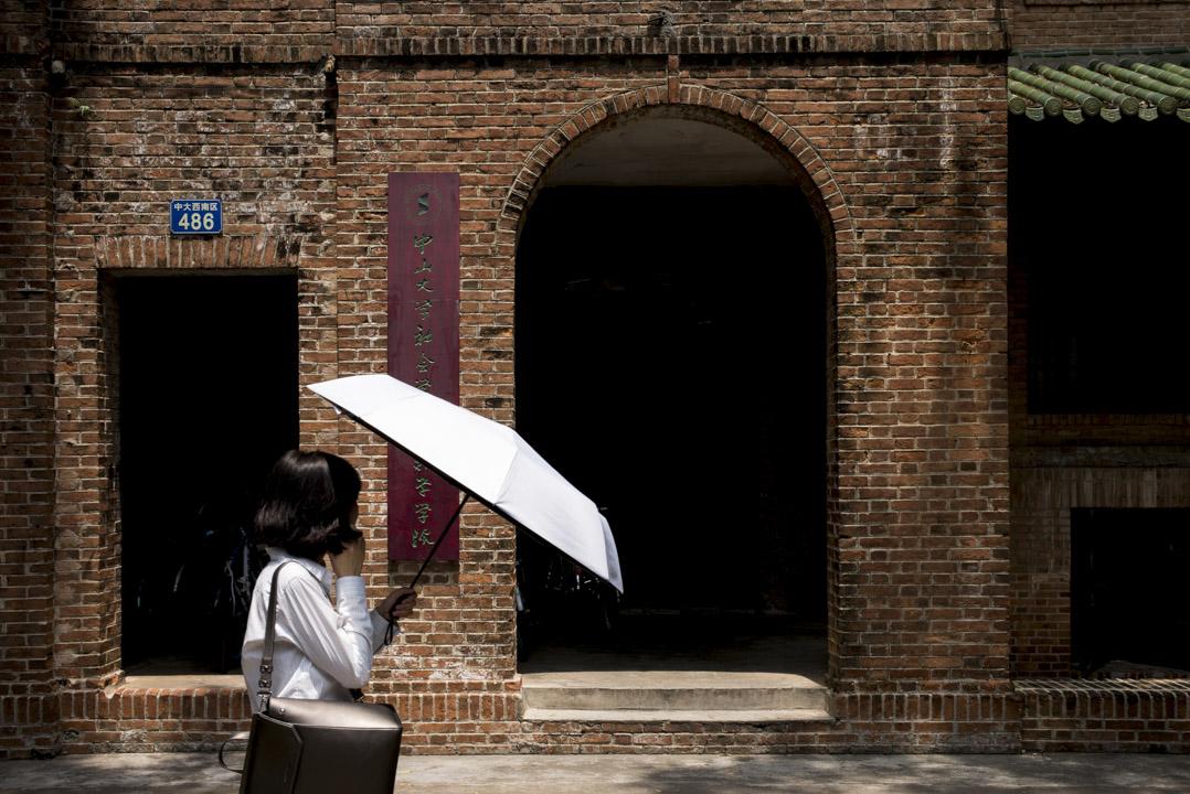 廣州中山大學社會學與人類學學院博士生導師、青年長江學者張鵬,被指在長達六年時間裏,多次對校內女性學生及教師實施性騷擾行為。 攝:林振東/端傳媒