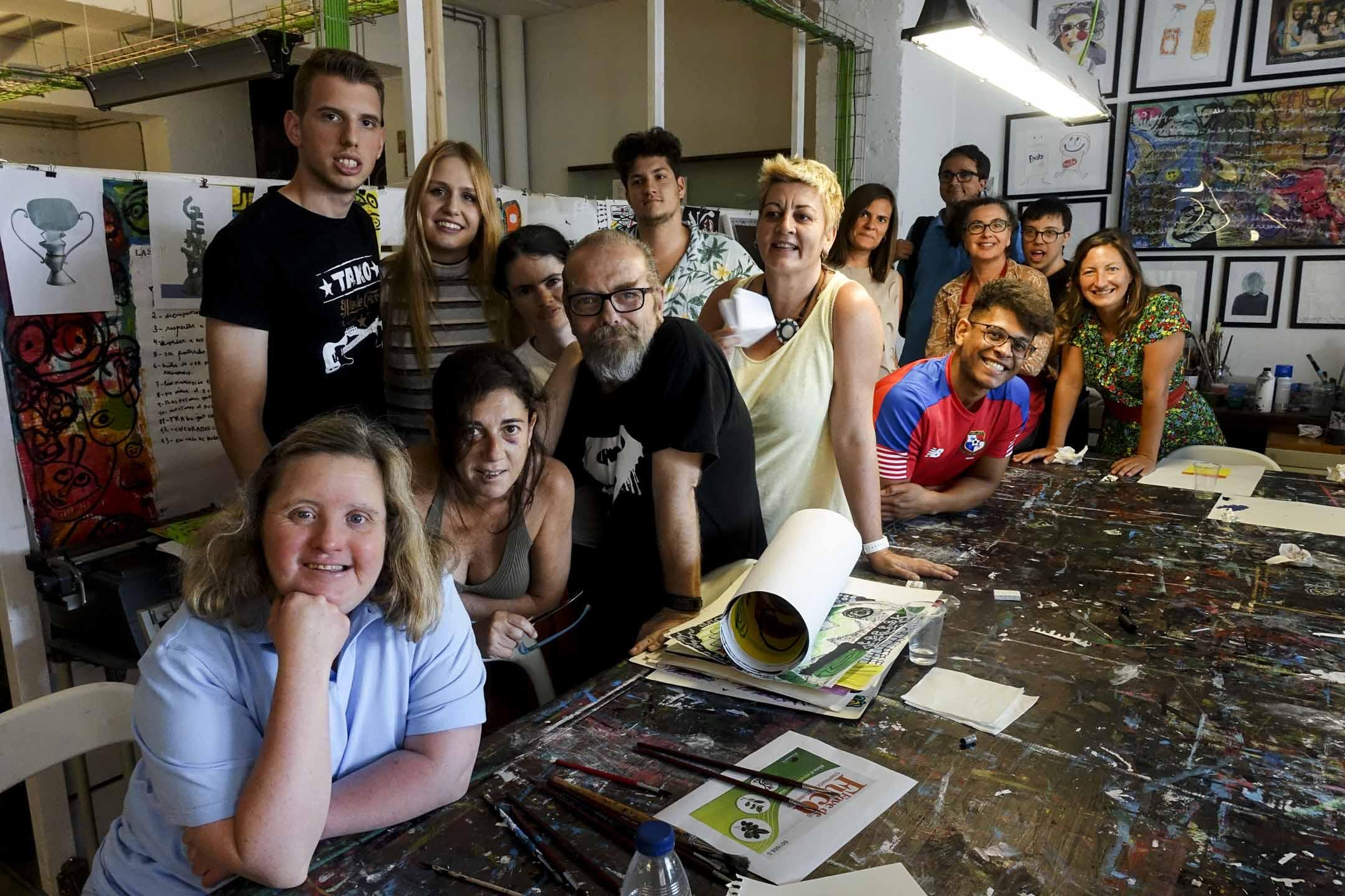 西班牙巴塞隆拿的設計工作室La Casa de Carlot已用了五年時間做實驗,以「Design-ability」為口號,證明他們能以獨特的參與方式推動社會發展。創作總監Joan Teixidor與創作團隊。 攝影:Gudiii
