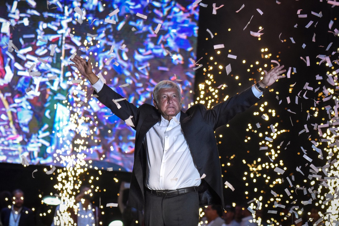 墨西哥總統選舉於上週日(7月1日)舉行,毫無懸念,由新政黨「國家復興運動」的左翼政客洛佩斯勝出。當然,選出民粹主義者當總統,不一定意味要走向獨裁。可是,在政黨政治崩潰及民眾對民主制度信心低落的背景下,拉美的民主體制和憲法制衡將受到威脅。 攝:Carlos Tischler/Getty Images