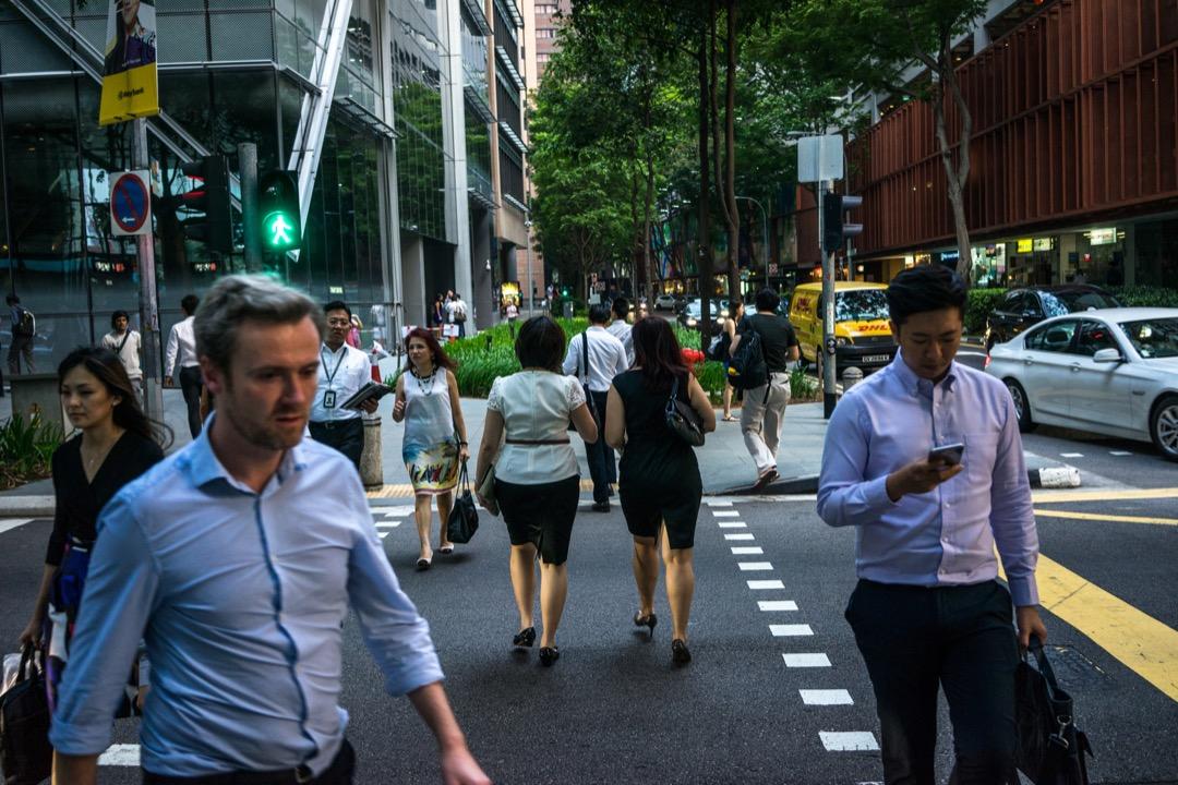 韓俐穎:新加坡並沒有獨立的事實查核團體,政府也箝制主流媒體的報導自由,新加坡也並沒有正規的媒體素養課程,人民沒有被鼓勵去思辨,以及質疑資訊的正確與否。