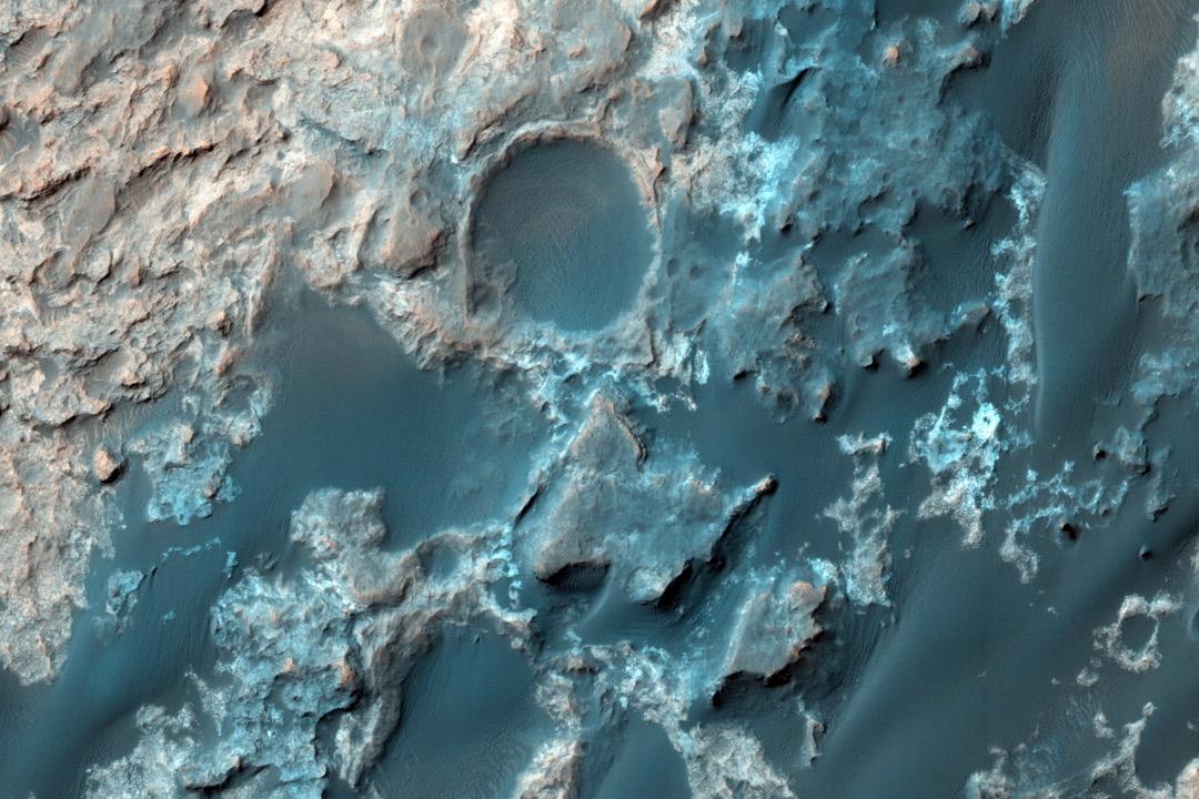 火星發現液態水湖,移民火星你願意嗎? 攝:NASA/JPL-Caltech/University of Arizona/HANDOUT via Anadolu Agency/Getty Images