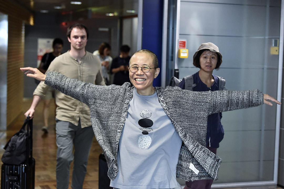 在我的朋友圈中,很多人同樣關注劉霞的命運,甚至實時轉播這場「勝利逃亡」的進展。當她在赫爾辛基轉機時,多位朋友已經開始在微信轉發她開懷大笑的照片。