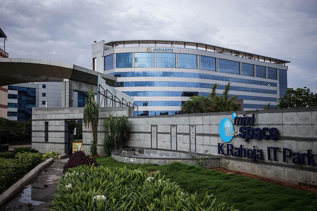 在歐盟,諾華向歐盟提交了六種罕見病藥物資格,被授予針對各項罕見病的10年市場獨佔權,延遲仿製藥進入市場。圖為諾華藥廠。