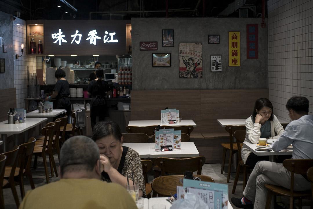 「(香港人認為)結合『中』很簡單,不需要多講,只不斷聚焦於『西』。而不談中的元素,其實就是因為others(他者)是大陸。」  陳蒨在研究茶餐廳中,看到了這點。