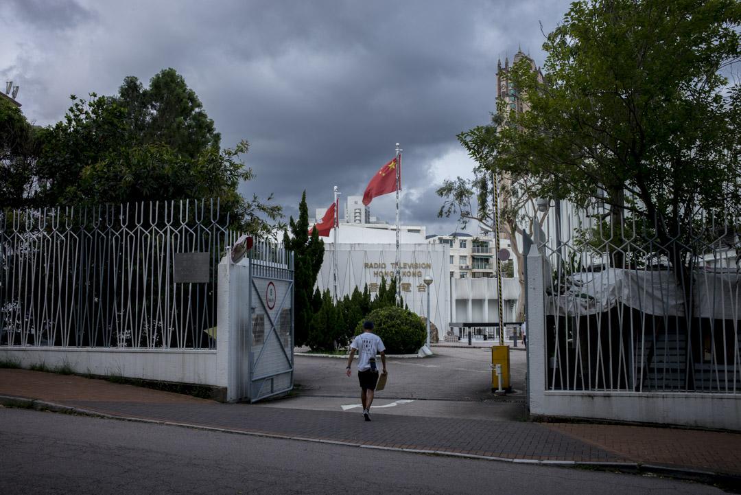 《立場新聞》今天引述香港電台內部消息人士披露,指港台電台新聞部有主管級人員曾形容劉銳紹等數名時事評論員「反中亂港」,並反對前綫記者邀請他們回應中國新聞。 攝:林振東 / 端傳媒