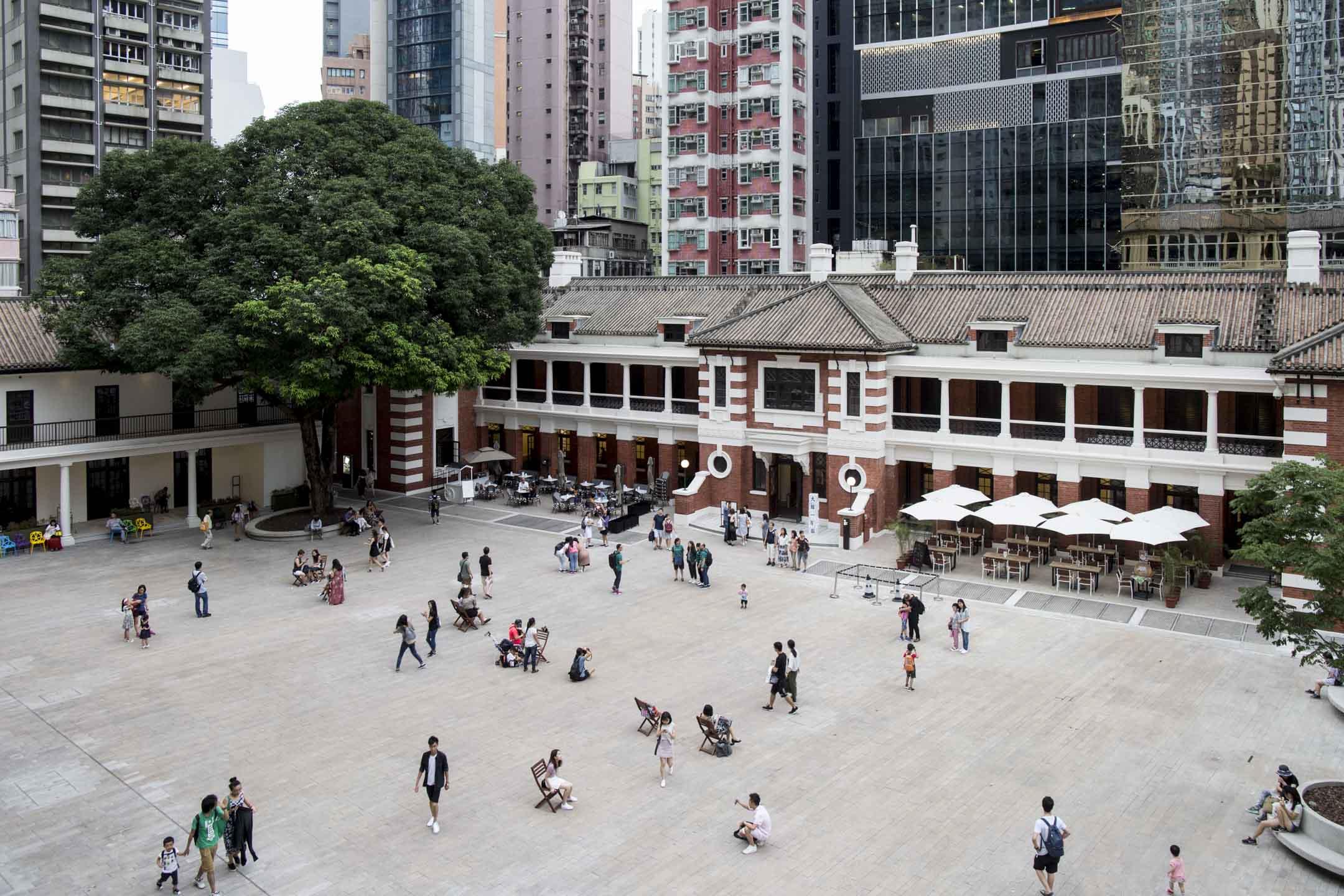 今年5月重新開放為古蹟美術館的中環「大館」,包括了前中區警署、中央裁判司署和域多利監獄三項法定古蹟,是香港最重要的歷史古蹟活化計劃之一。 攝:林振東/端傳媒