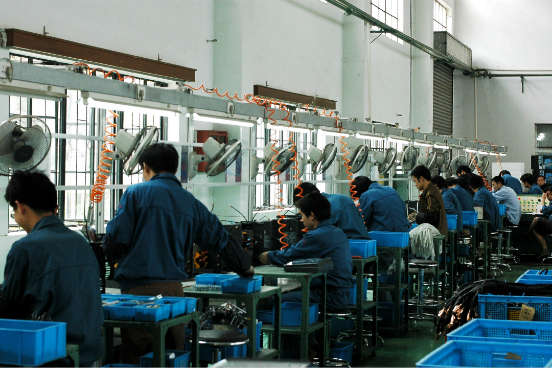 近日,深圳佳士科技公司20多名勞工因要求組建工會遭到當地警方拘捕。圖為電焊機生產線。 攝:Imagine China