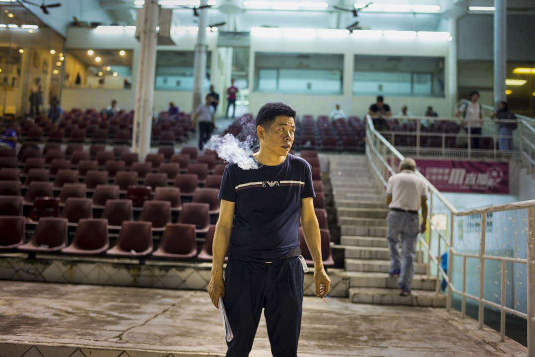 逸園賽狗場於80年代始漸趨式微,平常的比賽日,看台觀眾不多。