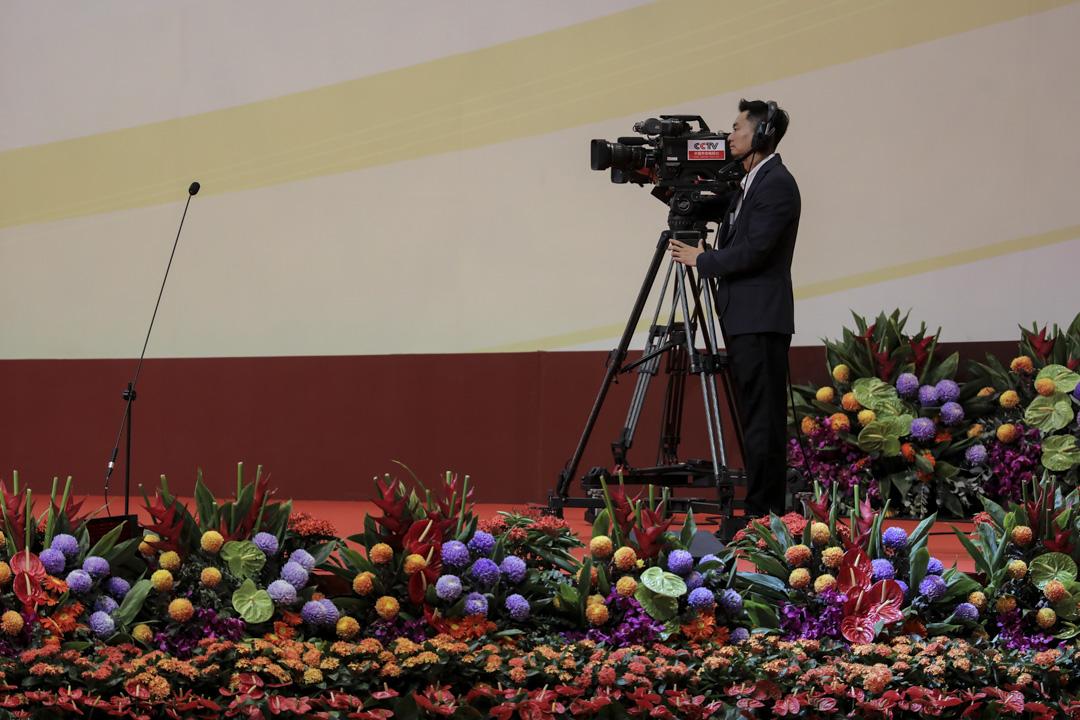 今年早些時候,中共中央印發的《深化黨和國家機構改革方案》提出了撤銷中央電視台(中國國際電視台)、中央人民廣播電台、中國國際廣播電台建制。對內保留原呼號,對外統一呼號為「中國之聲」,未來要擁有一萬四千人僱員,成為全世界最大的宣傳機器。  攝:Paul Yeung/Bloomberg via Getty Images