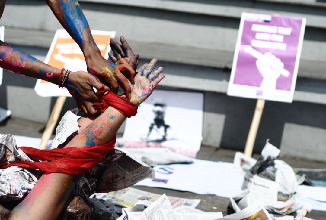 記者面臨的挑戰是複雜的:新聞自由的缺乏也意味着他們所遇到的問題和危險是模糊不清、不斷演變的。圖為新聞自由日,印尼的一個捍衛新聞自由示威活動。
