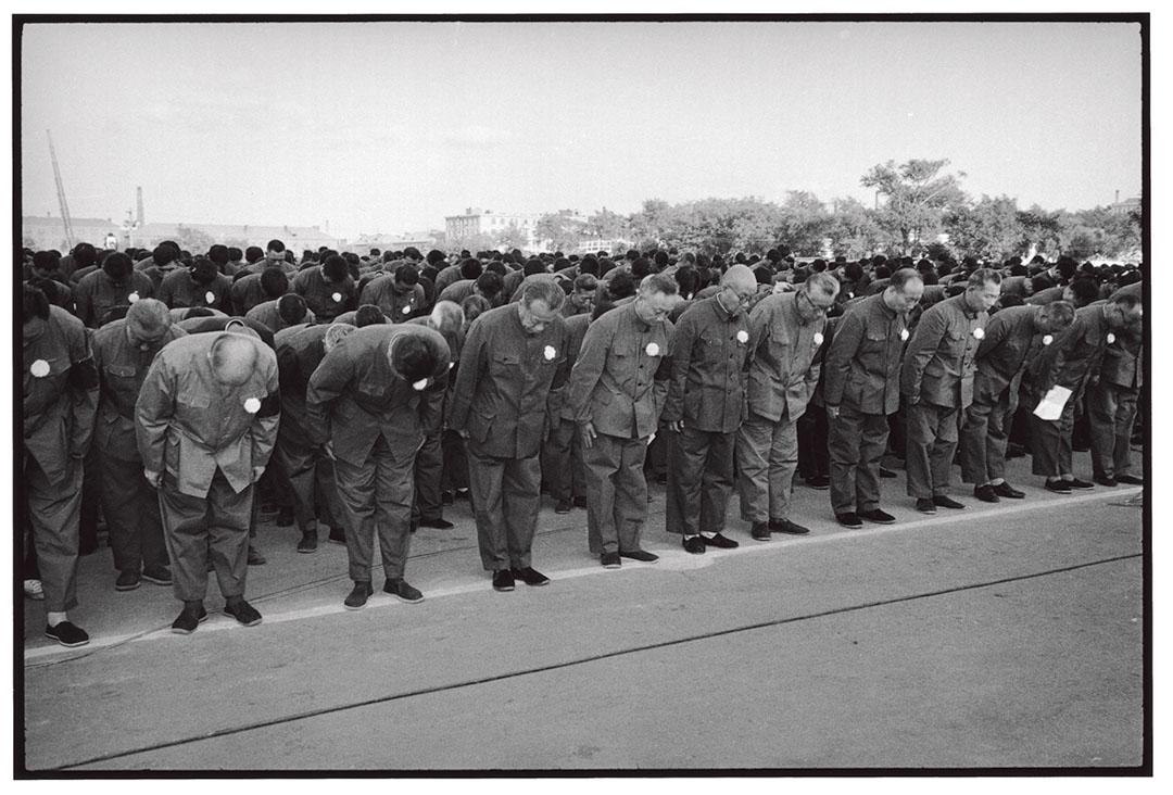 省主要領導人率眾參加毛主席逝世追悼大會。