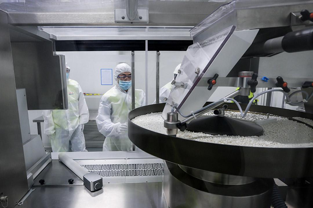 現代製藥的創新性某種程度上仰賴專利,而專利又需要龐大經費與人力才能轉化成可賺錢的商品。