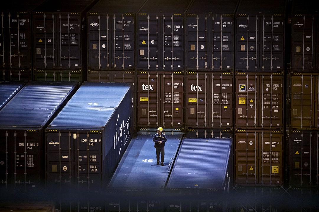 評論貿易戰的一大問題,是官方數據跟貿易現實相差太遠,容易誤導令分析失焦。與此相關的,是錯把貿易額等同談判籌碼,忽略了替代性才是貿易戰勝負的關鍵。 攝:Qilai Shen/Bloomberg via Getty Images