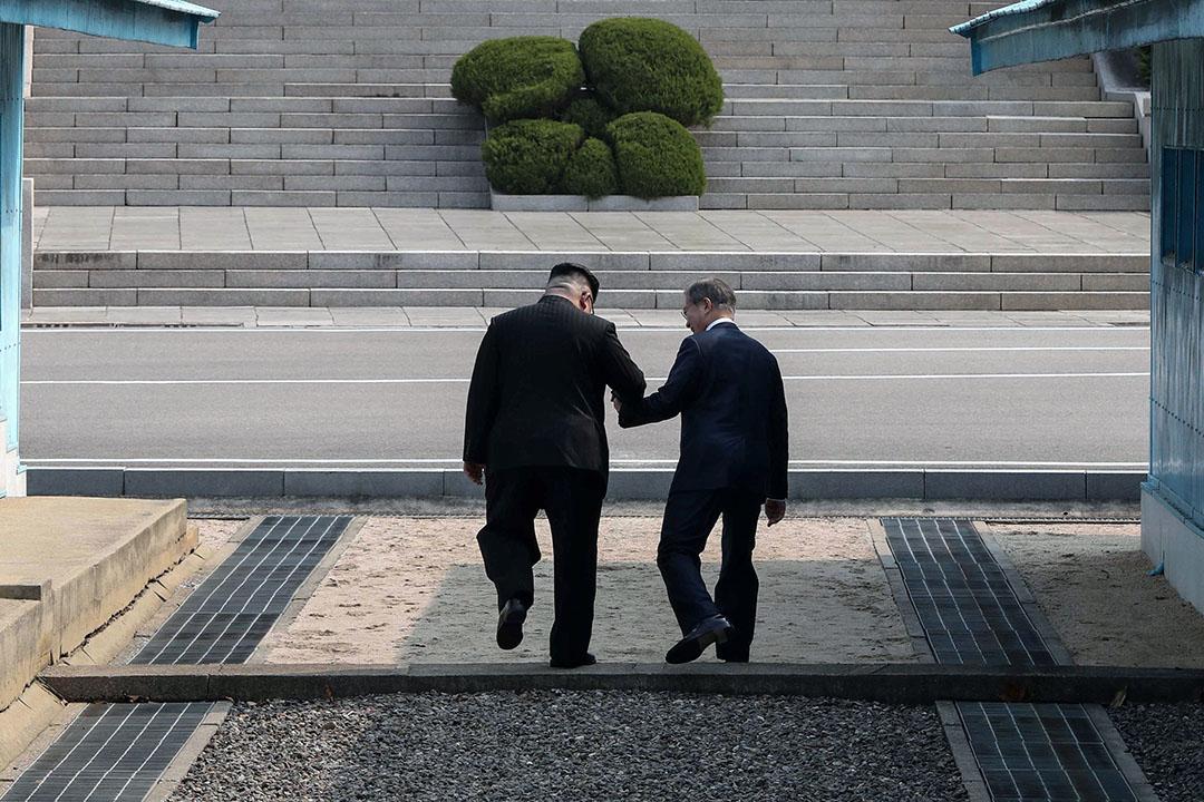 如今文在寅政府透過與金正恩政權和解,獲得北韓支持,終於成為OSJD的正式成員,意味着南韓取得運營歐亞大陸28萬公里國際鐵路的入場券。