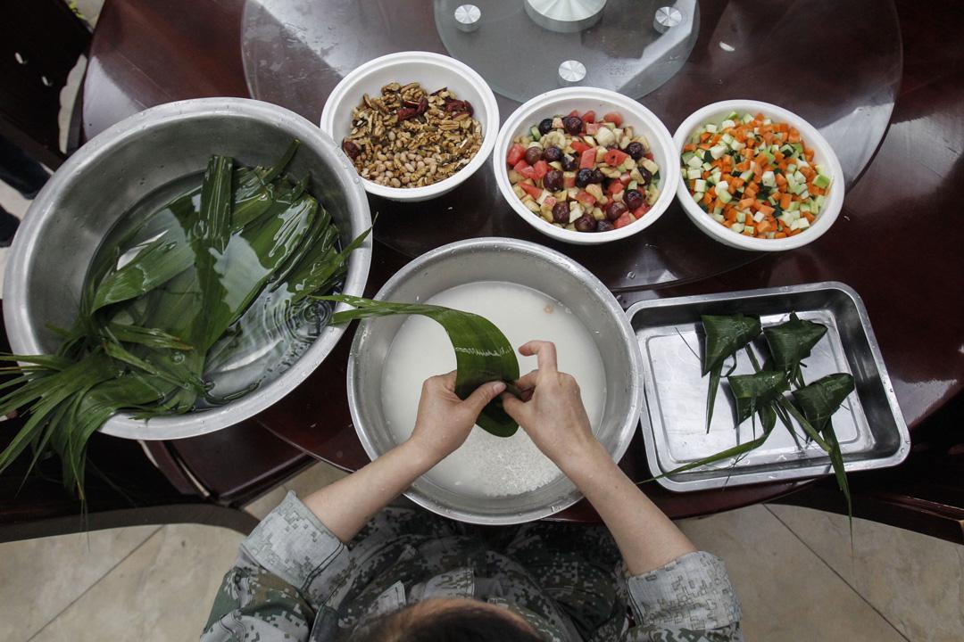 粽,或作糉,又稱粽子,傳統以米為主的食品,並用葉子包裹於其外,為端午節應食品之一。 攝: VCG/VCG via Getty Images
