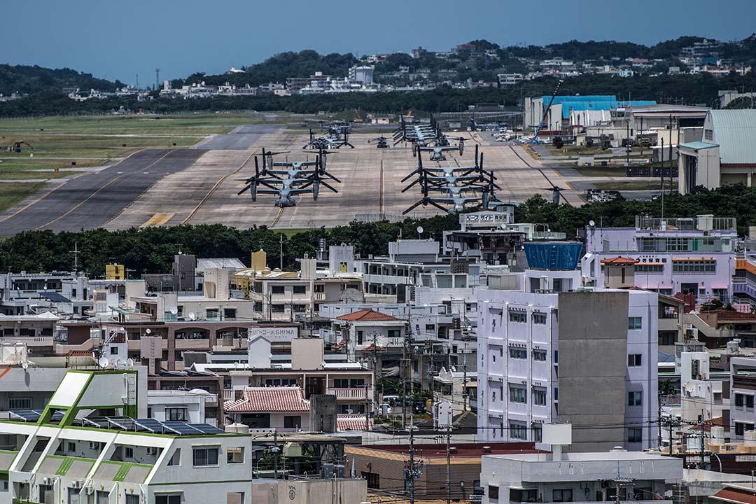 翁長縣知事的驟逝,無疑對今後沖繩社會反對美軍基地的鬥爭帶來深遠的影響,也對9月即將迎來名護市等8個市町村的地方議會選舉及原本定於11月舉行的縣知事選舉投下新的變數。圖為沖繩島那霸美軍基地。