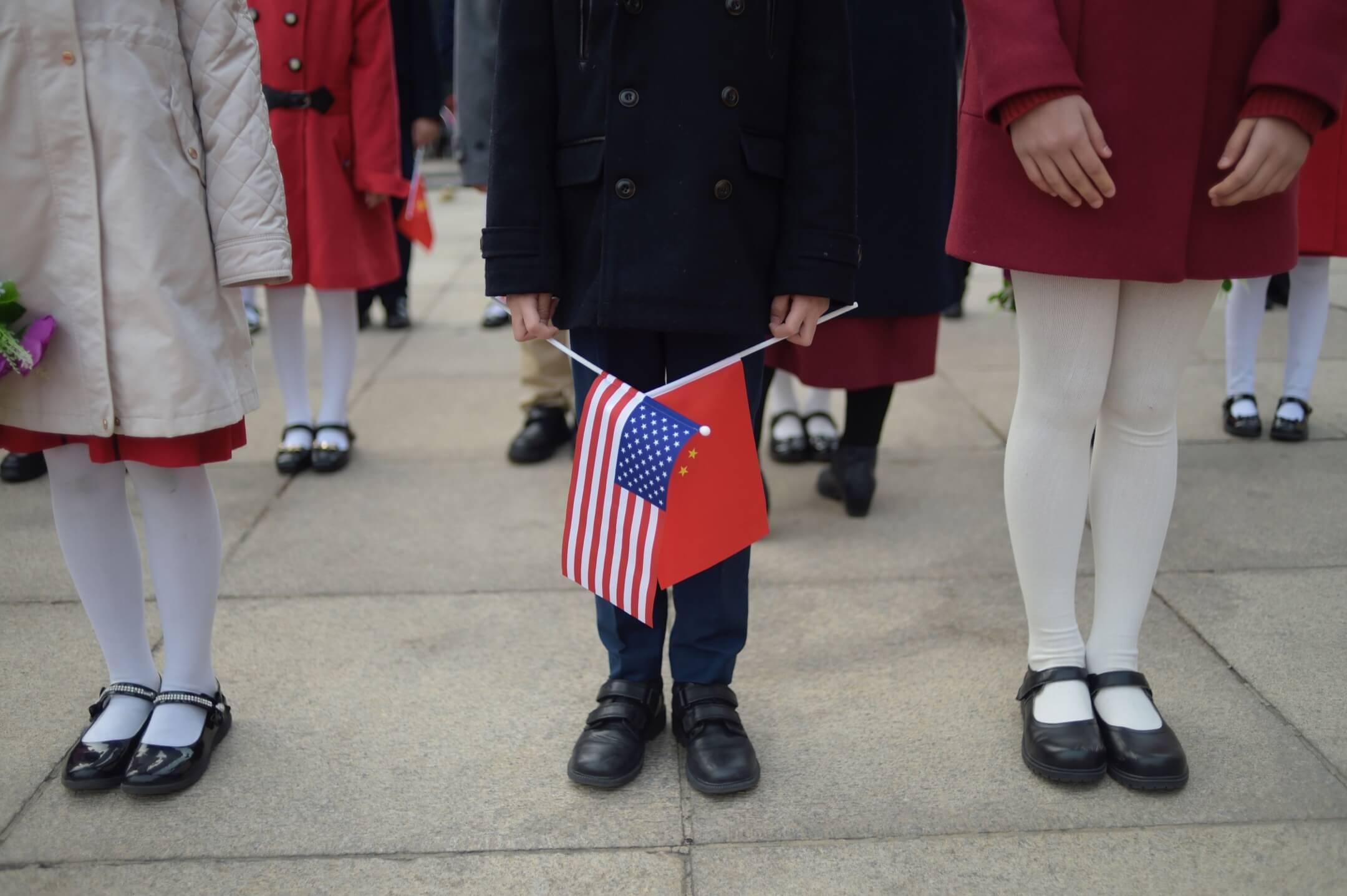 輸贏之爭雖然沒有意義,但是兩國不同的「痛感」卻值得關注。痛感是一個主觀的概念,感覺更痛的一方並不一定是損失更大的一方,但痛感卻可以改變行動。如今的中美貿易戰也好比一場互掐的「忍痛大賽」,雙方得都喊痛才能彼此停手。 攝:Fred Dufour/AFP/Getty Images