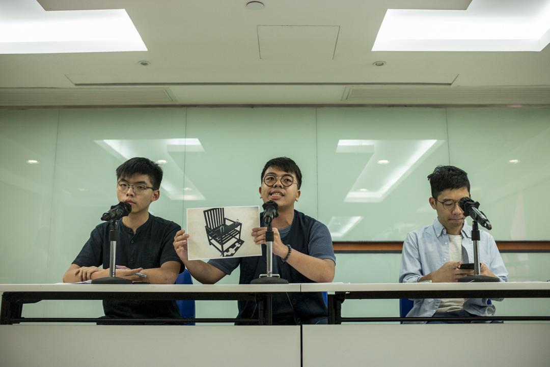 2018年8月27日,「香港眾志」召開記者會,稱兩名成員分別在今年3月和8月於中國大陸返港期間,在深圳和廣州被大陸國安強行帶走和扣留盤問。 攝:林振東/端傳媒