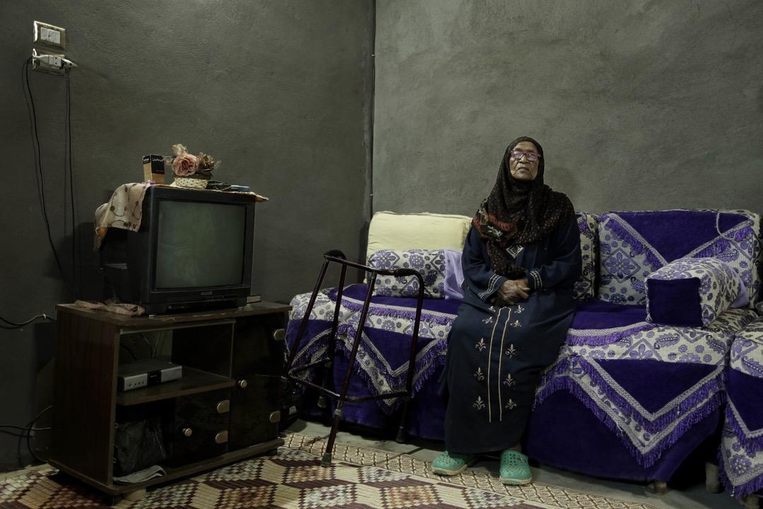85歲的努比亞人Naemah Hussein坐在她於Eneiba村的家裏。