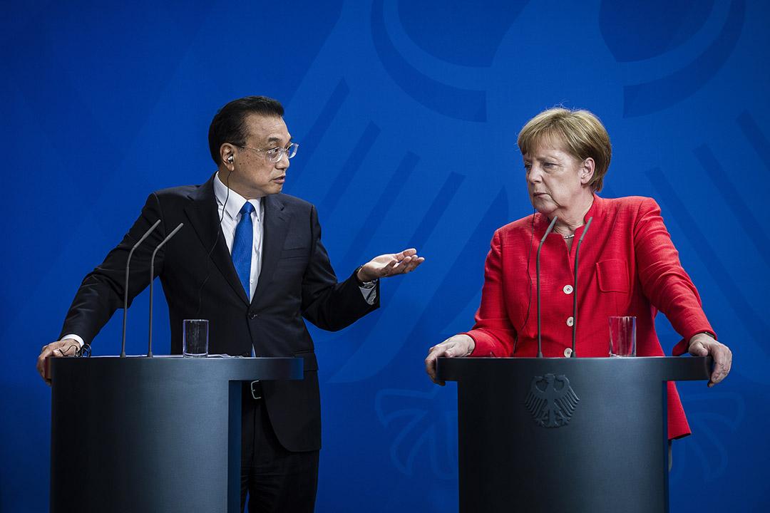 中國政府努力爭取與歐盟及其個別成員國的合作,企圖建立能一同建立「統一戰線」,制衡美國總統川普所推動的保護主義及孤立主義,但這一政治企圖,目前看來,已經在歐洲遭遇了失敗。圖為2018年7月9日,中國總理李克強和德國總理梅克爾在德國柏林舉行的新聞發布會上。 攝:Jacobia Dahm/Bloomberg via Getty Images