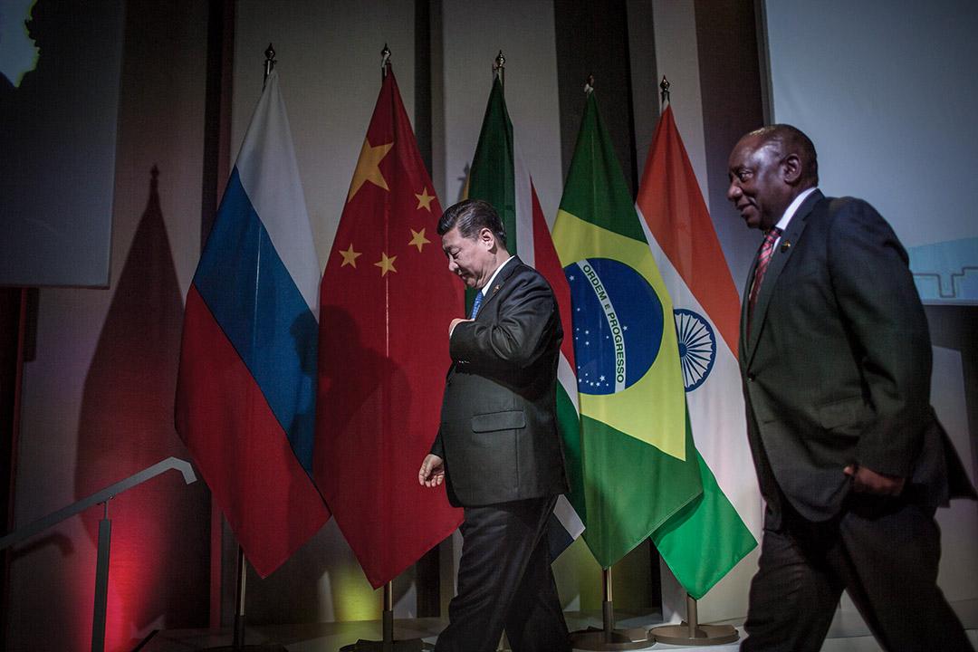 中國國家主席習近平於七月先後訪問中東和非洲,並出席金磚峰會,會見印度、土耳其、阿根廷領導人,商討雙邊合作、多邊貿易、一帶一路倡議合作等議題。圖為2018年7月25日, 中國國家主席習近平於南非第十屆金磚國家峰會的論壇上。 攝:Gulshan Khan/AFP via Getty Images