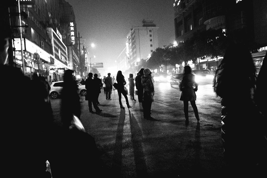 近日metoo運動席捲中國輿論場,先是7月23日億友公益雷闖被曝性侵,然後有人匿名發文指控章文酒後性侵他,蔣方舟和易小荷也第一時間站出來指證章文性騷擾。 攝:Wu Sheng/Getty Images