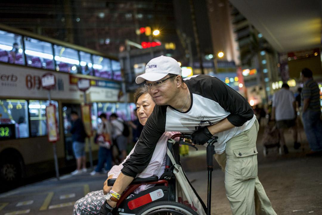 2018年7月,郭利和母親從北京遠赴香港,研究在香港起訴雅士利的可能性。