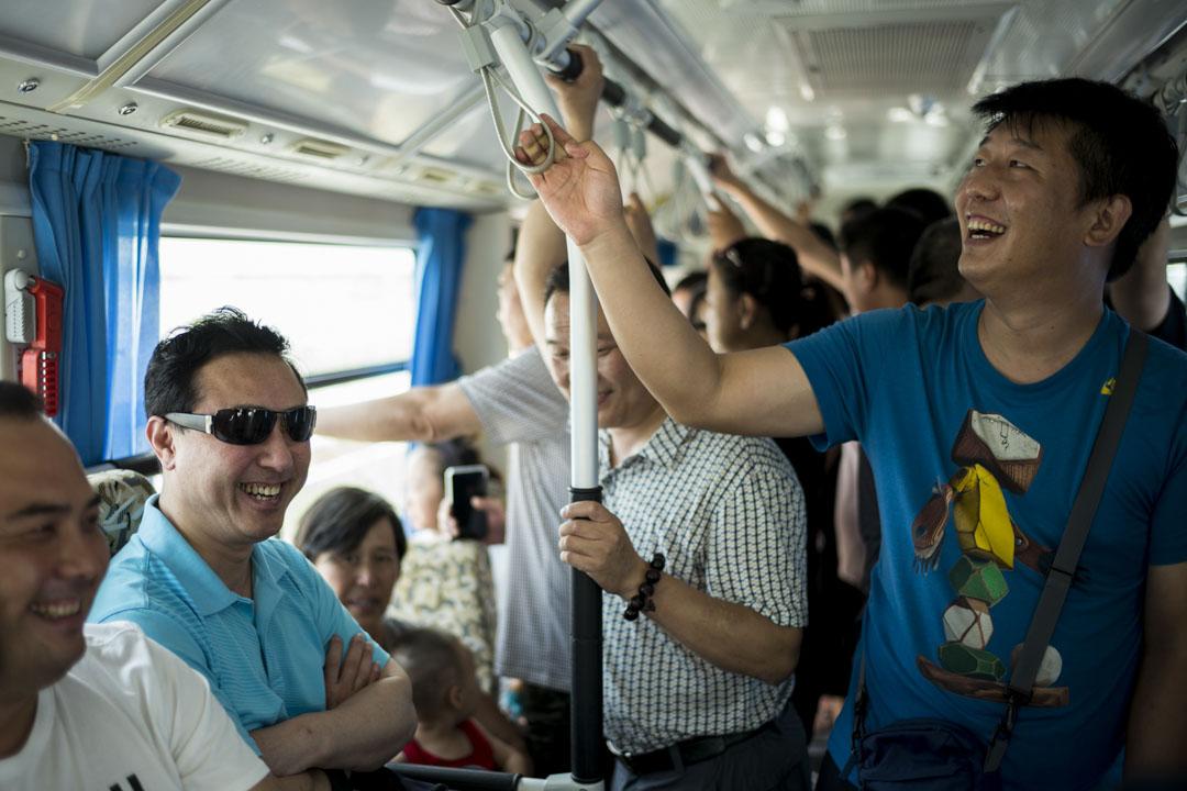 通往雄安市民服務中心的接駁車上。