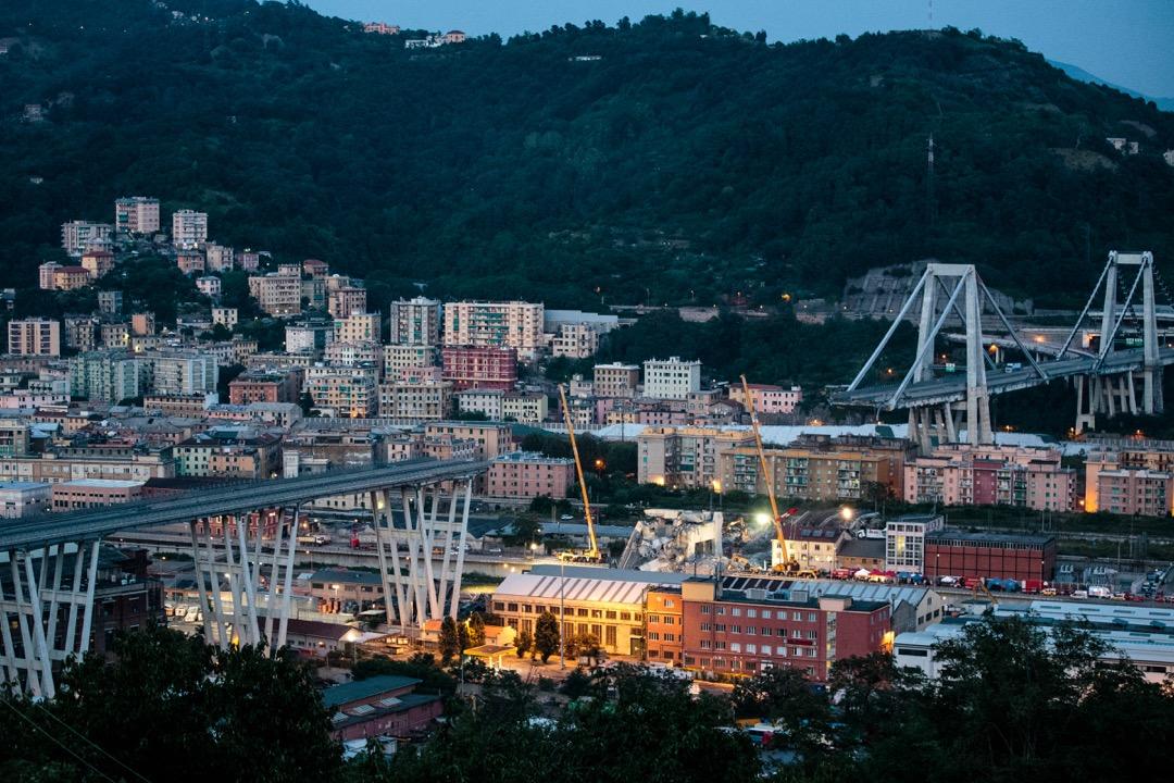 8月14日,意大利北部城市熱那亞的莫蘭迪橋發生垮塌事故,造成43人遇難。 攝:Jack Taylor/Getty Images