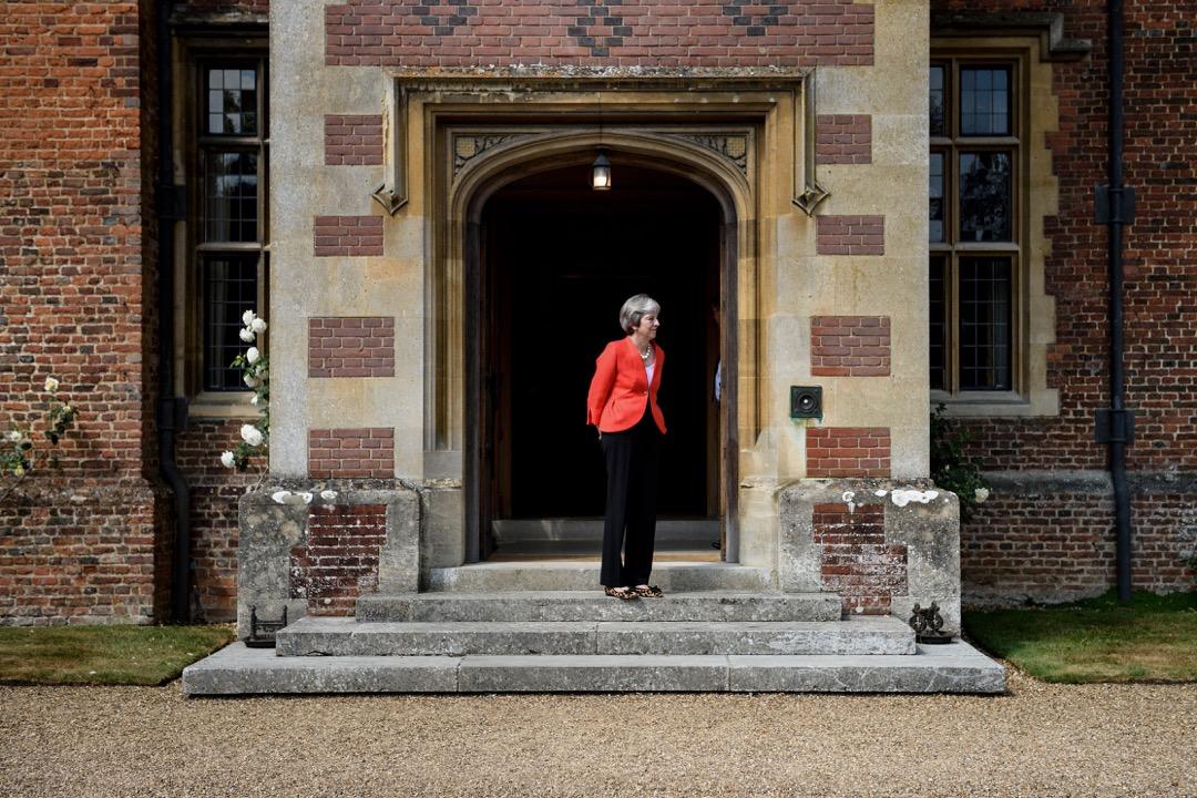 英國脱歐公投過去兩年多,倫敦當局近日才以幾乎內閣倒台的代價,算是湊出了一個統一的官方脱歐計劃。圖為首相文翠珊於鄉郊別墅「契克斯」。 攝:Brendan Smialowski/AFP/Getty Images
