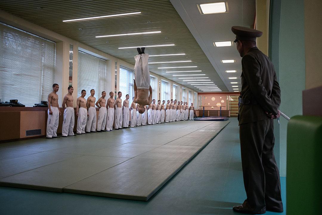 學生在萬景台革命學院進行跆拳示範。