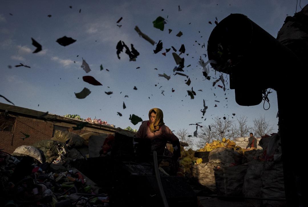 長遠看,若沒有儘快新闢的解決方法。到2030年,全球將會有1.11億噸的廢塑料因為中國的禁令,無法被回收而被丟棄。