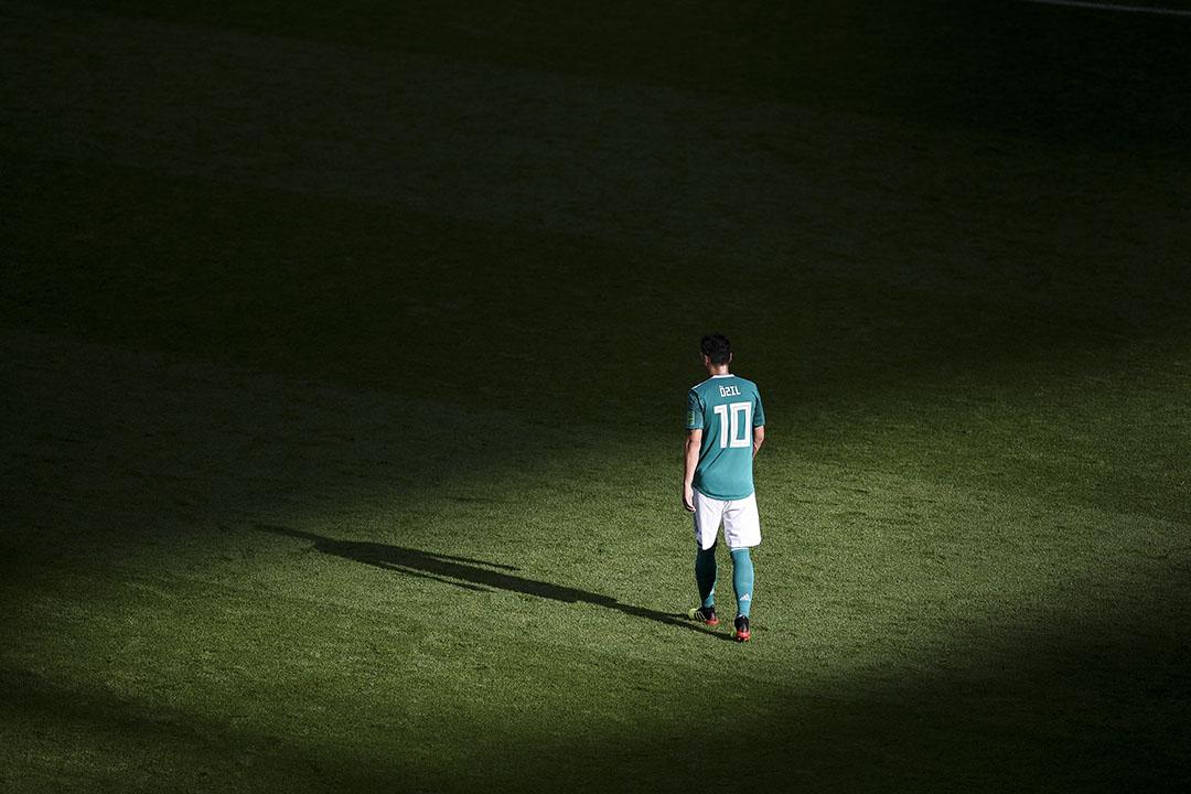 德國男子足球國家隊在世界盃分組賽出局後,土耳其裔德國國腳奧斯爾的角色就成為熱門話題。  攝:Michael Regan/FIFA via Getty Images