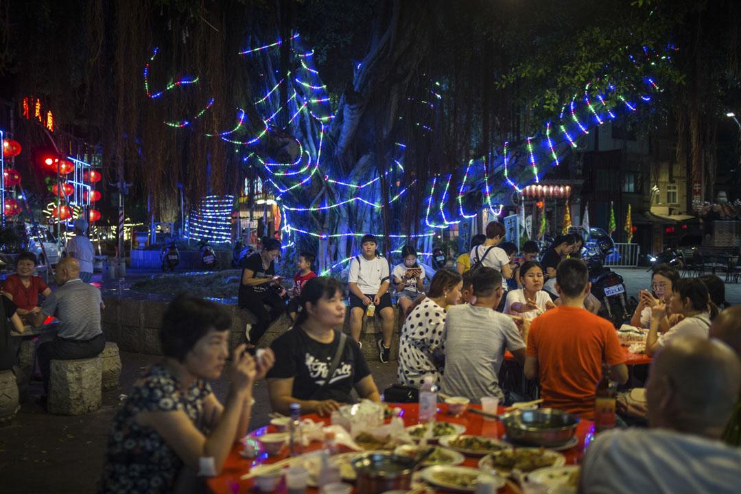 2018年8月22日,金門金城鎮的海鮮大排檔坐滿居民和旅客。