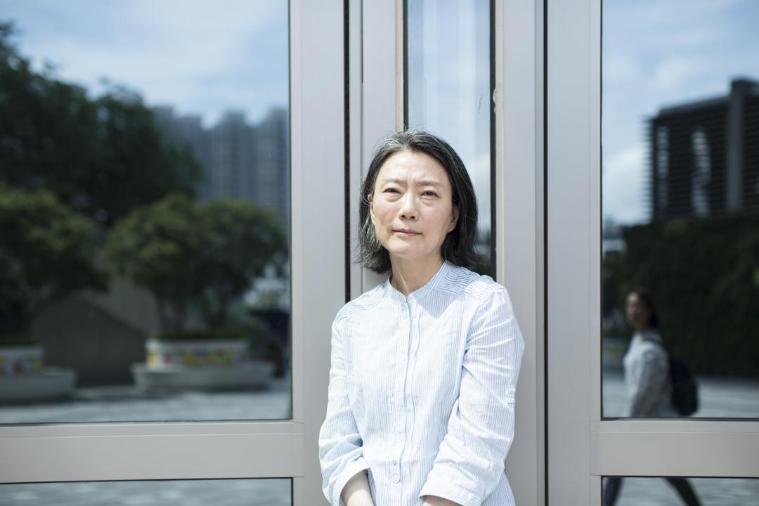 鍾曉陽說她對香港的回憶就是由搬屋構成,每次搬屋都好像穿越這個城市一次,每次打開窗都有不同景色。無論香港好與壞,都是我其中一個家。