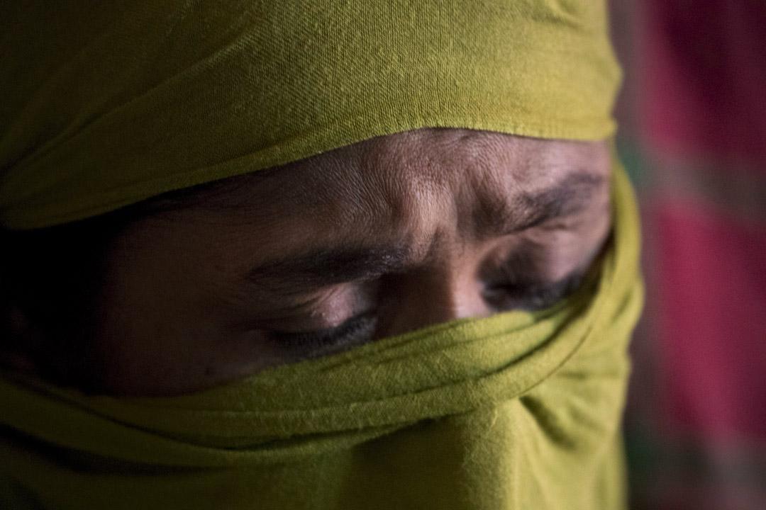 住在Kutupalong難民營的「D」正在憶術她被強姦的經過。
