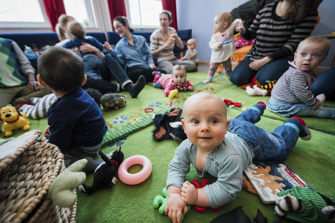 2015年2月,瑞典斯德哥爾摩一個來自不同社區和移民背景的父母聚會。