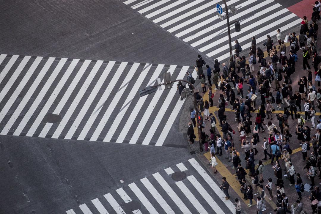 《日本經濟新聞》今年就曾作出報導,指出東京、名古屋、大阪這三大都市圈內共有336萬戶的「空屋預備軍」——意思是當住在這些屋的老人死後,房子就會變成空屋。報導推算二手住宅將會出現嚴重的供過於求。 攝:Chris McGrath/Getty Images