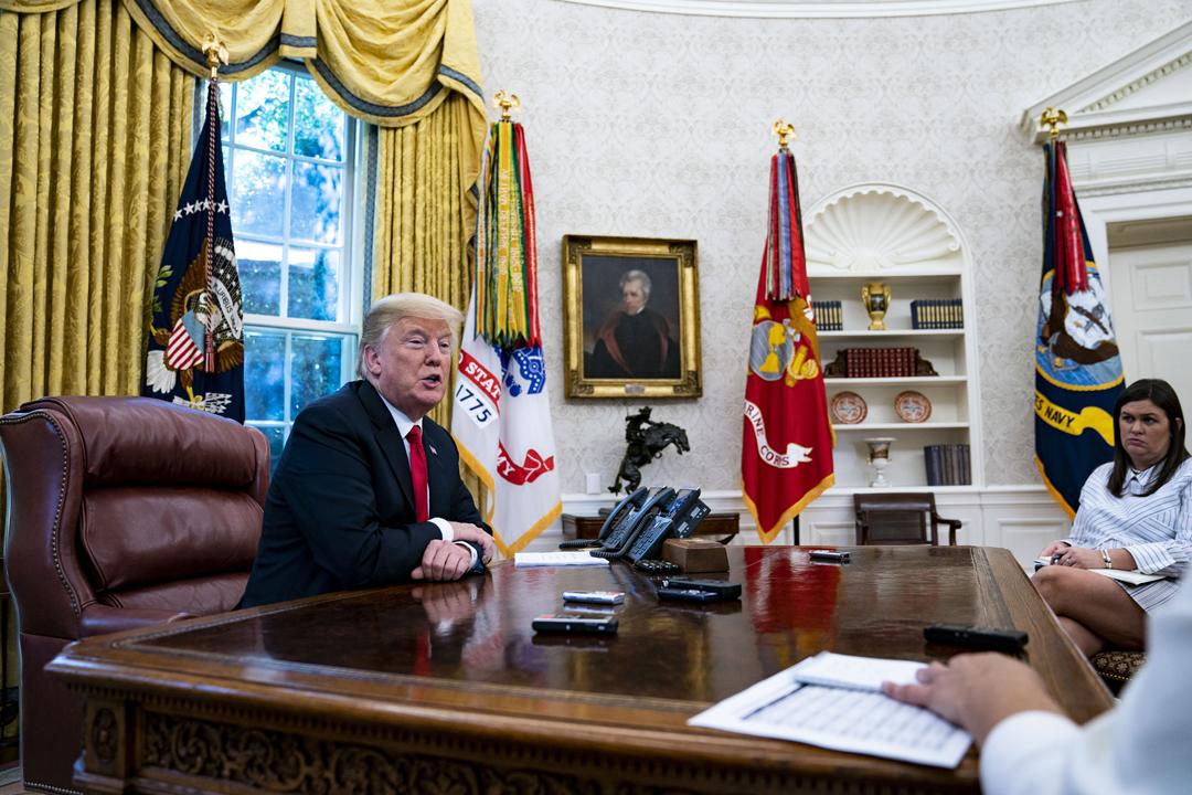 當地週四(30日),美國總統特朗普在白宮接受彭博通訊社的專訪。 攝:Al Drago / Bloomberg via Getty Images