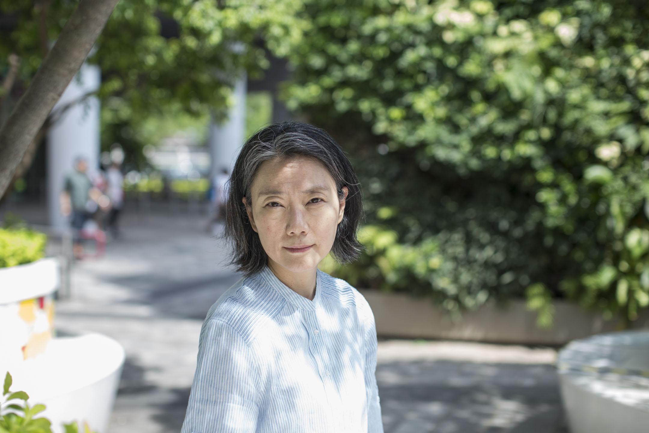鍾曉陽少年出道,以十八之齡,憑《停車暫借問》獲台灣聯合文學小說獎;之後作品不斷,於1996年出版長篇《遺恨傳奇》後擱筆,直至2014年,出版中篇《哀傷紀》,與剛於本年六月出版的長篇小說《遺恨》。 攝:林振東/端傳媒