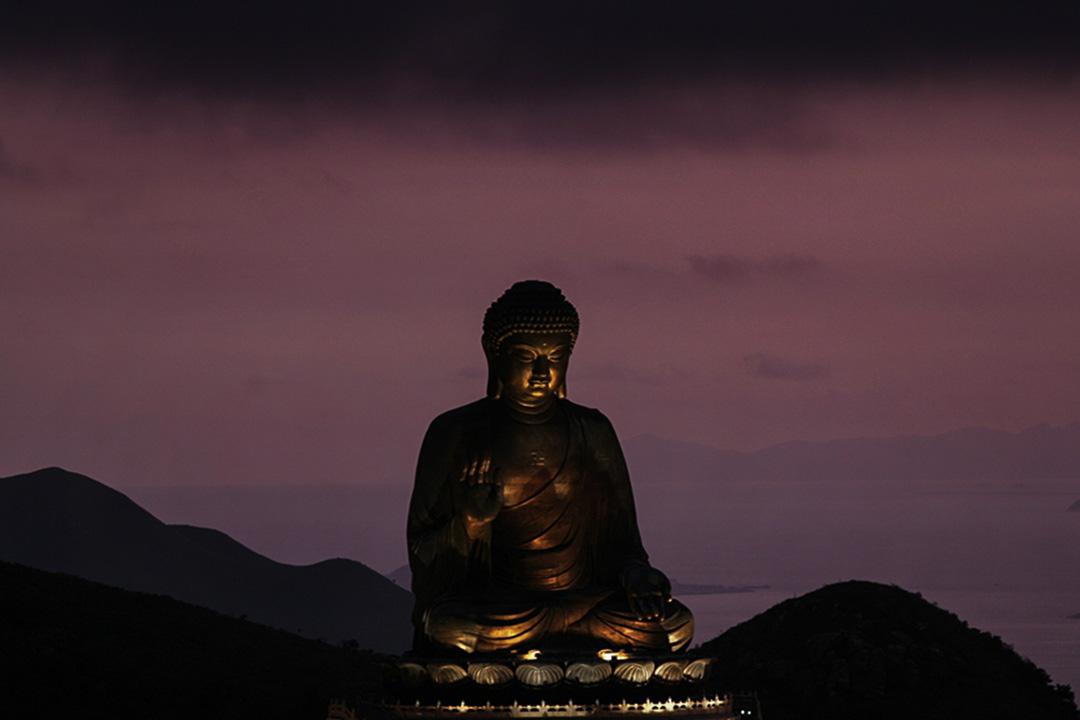 無論是解脱道還是菩薩道,「修行」都必須依「正見」為導,以「般若」證成。圖為香港天壇大佛。