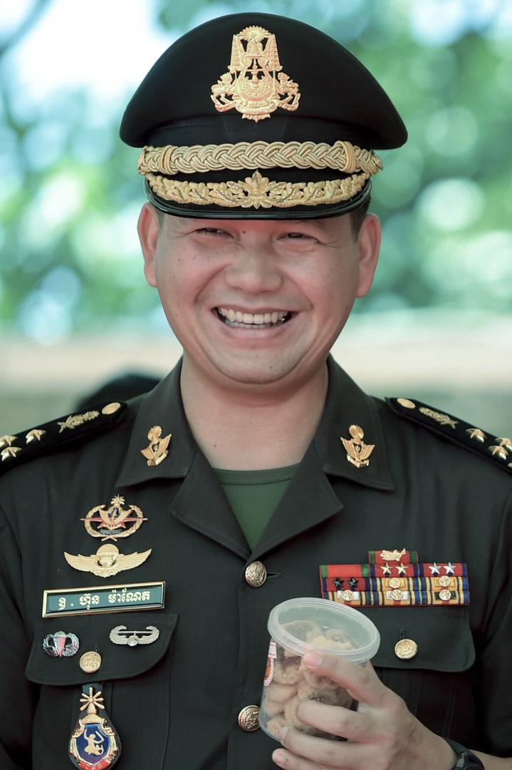 現年41歲的洪森長子洪馬內(Hun Manet )是柬埔寨陸軍副司令、全國反恐部隊指揮官,以及洪森的個人衞隊副指揮官,有可能在未來被指定為洪森的接班人。