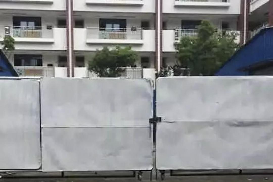 江蘇勤惜實驗小學於今年開學後,將被隔離成「兩個校園」,其中一半將被用來安置另一所民辦小學的800多名學生。 網上圖片