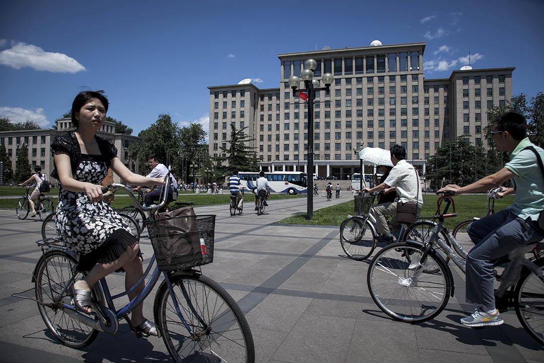 清華大學公管學院教授胡鞍鋼突然進入公眾視野,逾千名清華大學校友聯署,指責胡搞學術如同兒戲,要求清華大學將其開除。以這封公開信發起人來看,多屬1980年代清華大學畢業生,也是改革開放40年的見證者。圖為北京清華大學。