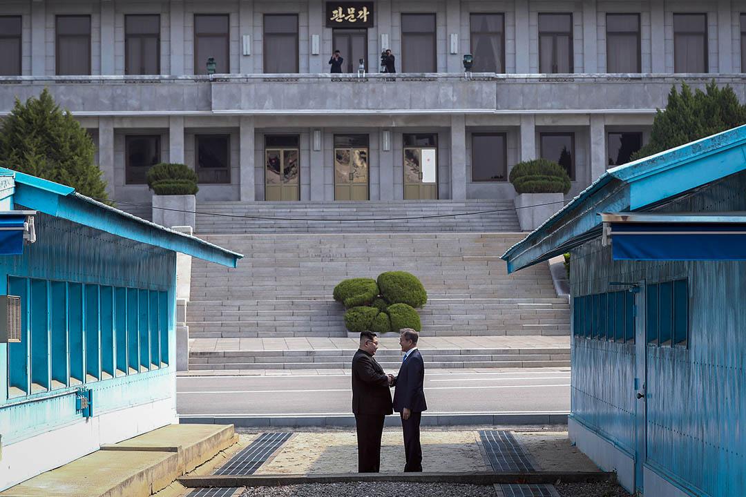 南韓統一部9日表示,南北韓將於下週一(13日)在板門店北韓一側的「統一閣」舉行高級別會談,將對南韓總統文在寅與北韓領袖金正恩的下一次會面進行籌備。圖為2018年4月27日,南北韓首腦於板門店會晤。 攝:Korea Summit Press Pool/Getty Images