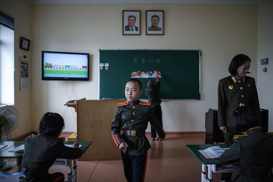 學生在康磐石革命學院上課,學院最初由金日成設立,旨在教育那些在抗日戰爭中父母遇難的孤兒,現在它已經發展成培養黨國菁英的頂尖學校。 攝:Ed Jones/AFP via Getty Images