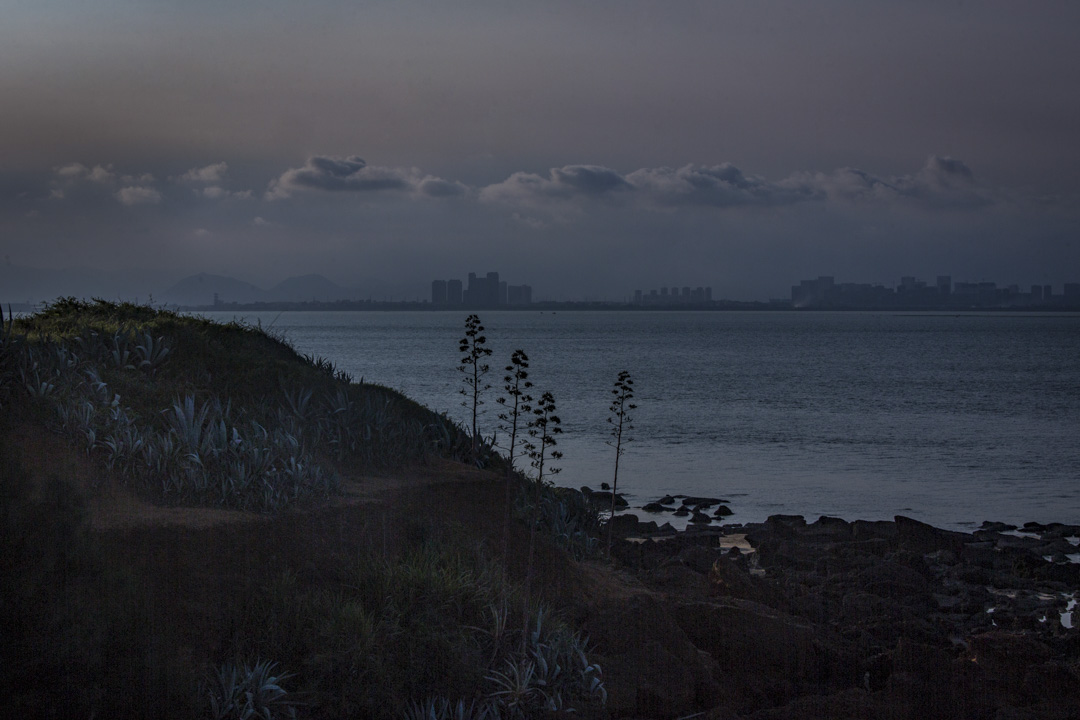 金門北山斷崖能遠眺廈門,那𥚃的播音牆,仍放著鄧麗君的歌。