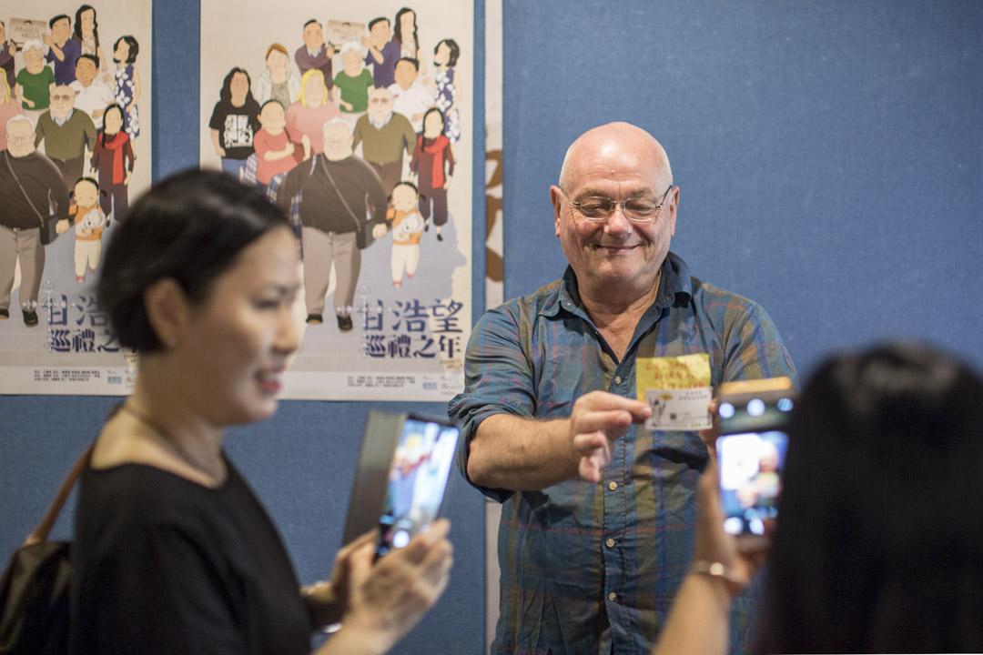 2018年6月28日,《甘浩望巡禮之年》在灣仔藝術中心舉行首映禮,觀眾與甘仔合照留念。